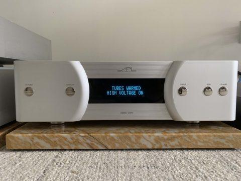 APL-Hi-Fi-DSD-MR-High-Voltage.jpg.3f1f3e0de9f81e9716e8398d9e1cc5a7